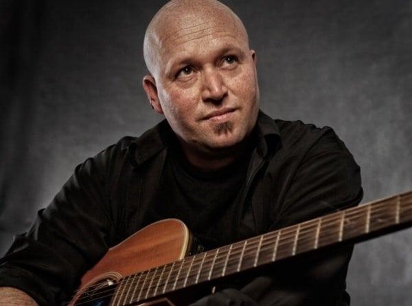 Zanger/Gitarist Raphael