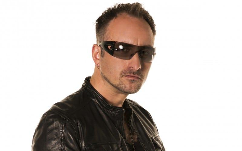 Sam Kramer als Bono