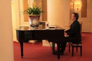 Uitvaart pianist Dick Schuur voordelig boeken bij Burolivemuziek.nl